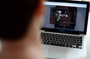 Распространение копий фильмов в сети нелегально