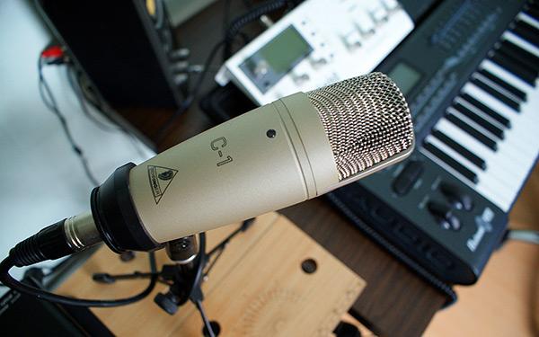 Какой микрофон для записи голоса купить лучше всего. Чем озвучивать видео на Youtube